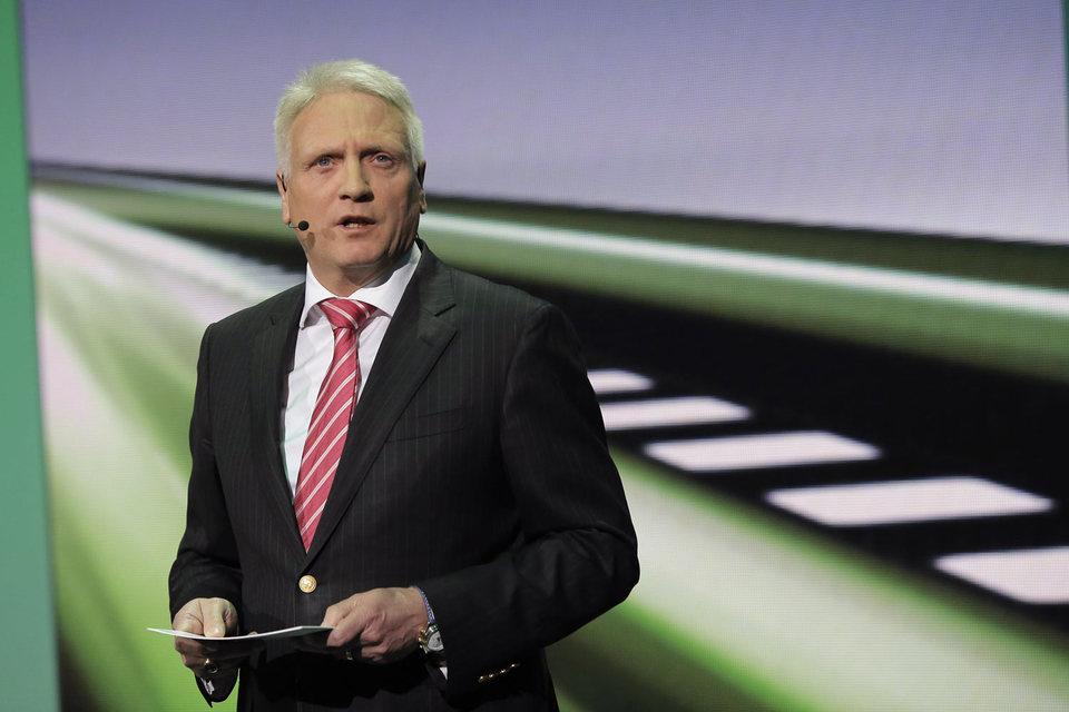 Фаланд считался одним из возможных преемников бывшего гендиректора VW Мартина Винтеркорна, который ушел в отставку в сентябре вскоре после начала скандала