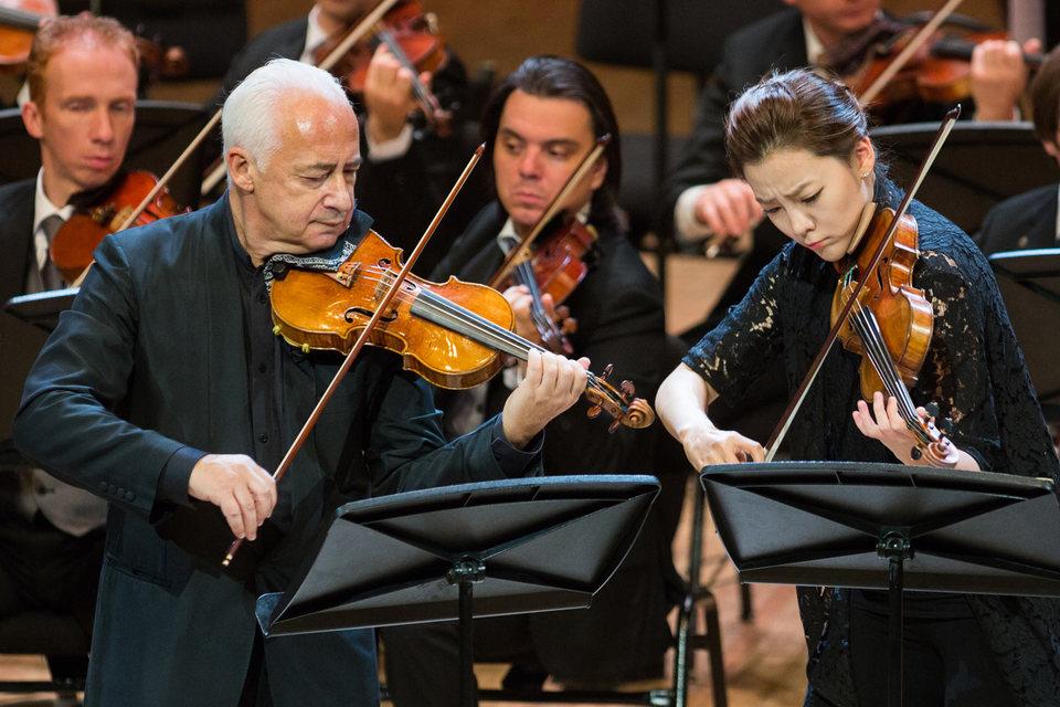 Поколения победителей символизировал дуэт Владимира Спивакова и Клары Джуми-Кан