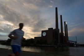 Из-за скандала с мошенничеством при проведении экологических тестов дизельных автомобилей Volkswagen над Вольфсбургом, где расположена штаб-квартира автоконцерна, нависли тучи