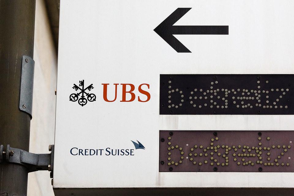 UBS и Сredit Suisse могли закрывать российским клиентам счета с активами менее $5 млн