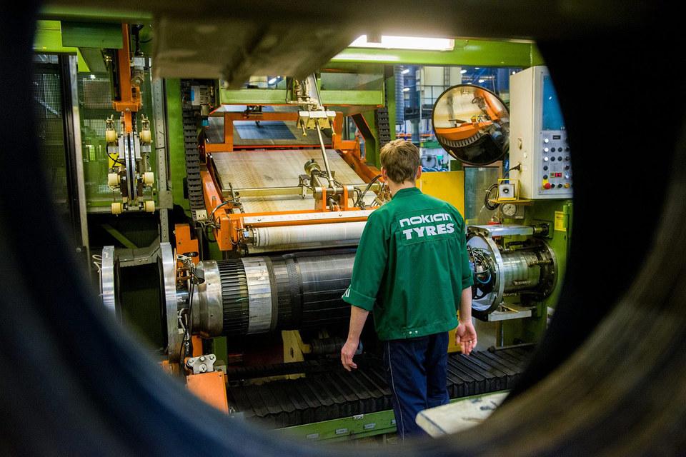 На российский завод приходится около 80% выпускаемых Nokian Tyres шин для легковых автомобилей