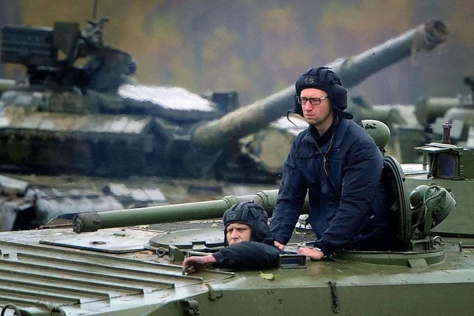 Арсений Яценюк (справа) готов к юридической войне