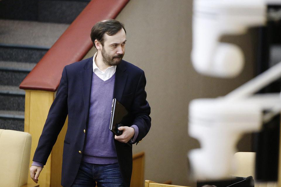 """Илью Пономарева обвиняют в пособничестве в растрате $750 000 из средств фонда """"Сколково"""""""