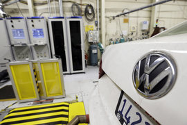 Аналитики считают, что скандал обойдется Volkswagen не менее чем в 35 млрд евро, которые понадобятся на переоборудование автомобилей и возможные штрафы