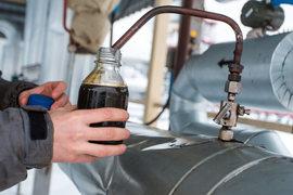 У компаний появилась возможность недорого запасаться миллионами баррелей нефти