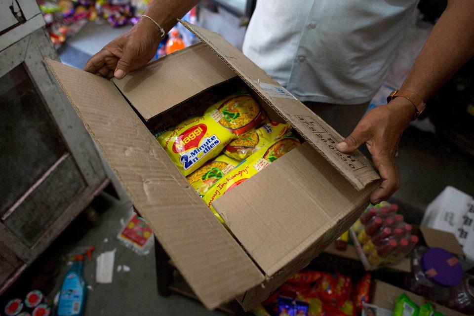 В июне Nestle India прекратила продажу и производство лапши Maggi после того, как государственная экспертиза выявила в ней опасный уровень свинца