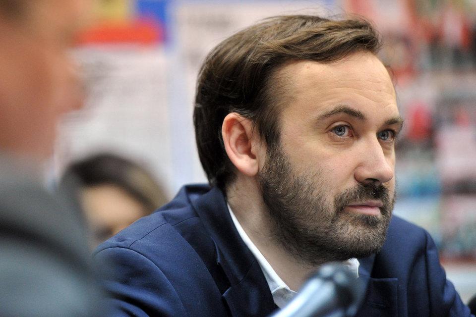 Сам депутат считает дело политическим и сказал «Ведомостям», что не будет просить убежища в США
