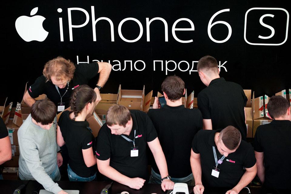 Старт продаж новых моделей iPhone увеличил долю Apple на рынке и сократил доли конкурентов