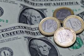 Теперь максимальные ставки розничных вкладов в долларах лишь в единичных банках достигают 4-4,5% годовых, в евро – 3,5-3,8%