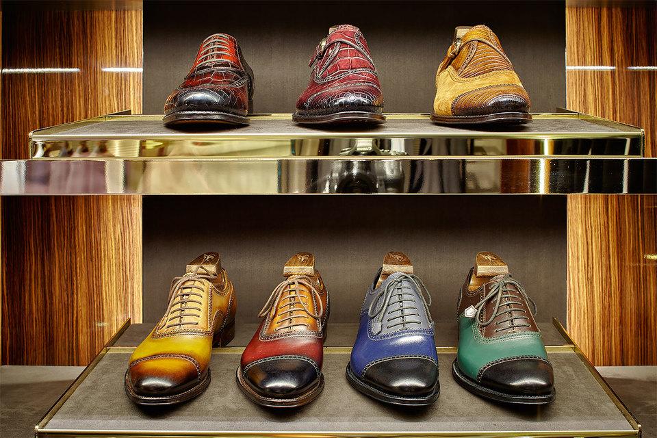 Костюмы и джинсы, туфли и белье, сорочки и сумки – ведущие мировые модные  бренды открывают собственные сервисы по индивидуализации  и изготовлению вещей на заказ