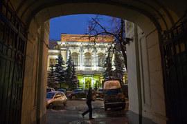 ЦБ рассчитывал, что и компенсации гражданам, и дыры в фондах Мотылева будут скромнее