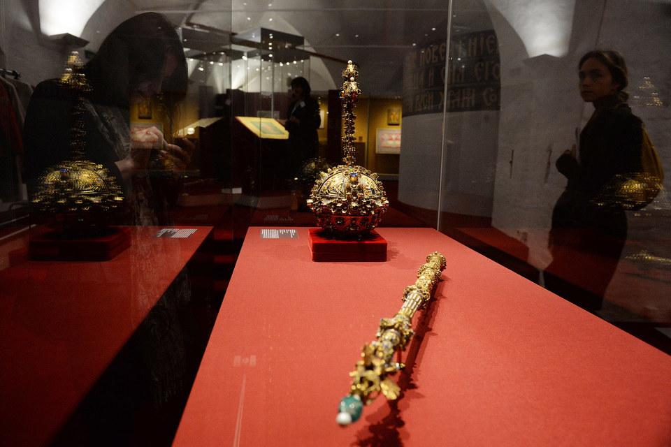Скипетр и держава, считается, были созданы в мастерских РудольфаII