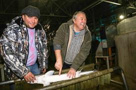 Энтузиасты Никита Герчиков и Владимир Севостьянов начали выращивать осетров в гараже в подмосковных Люберцах