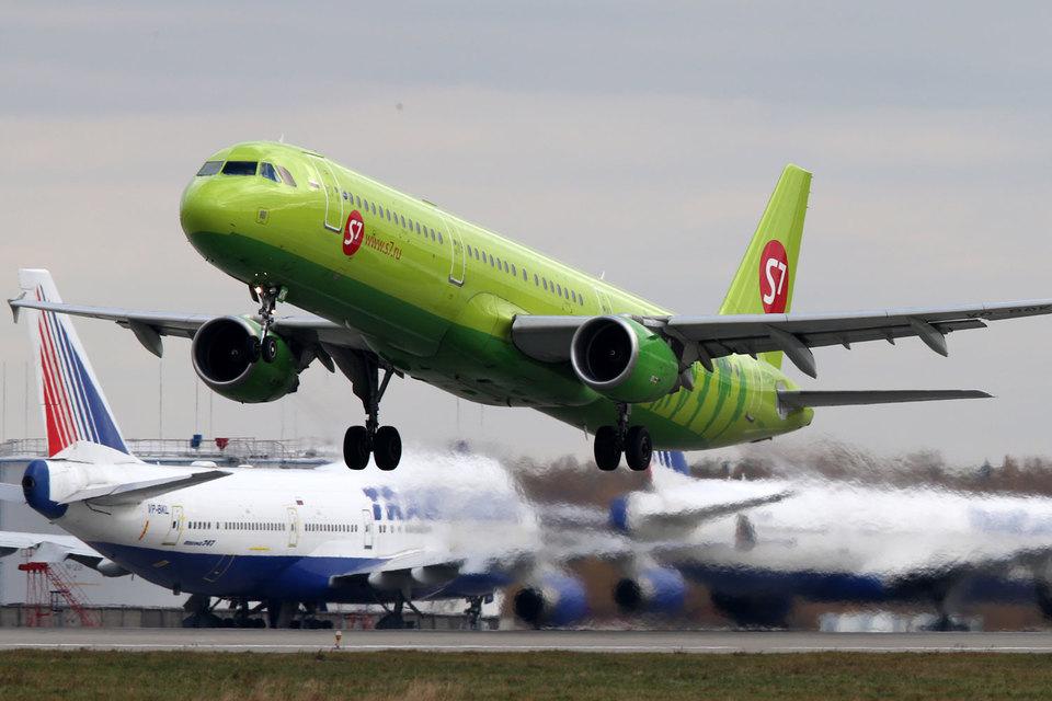 """В январе - августе """"Трансаэро"""" перевезла 9,4 млн пассажиров, """"Сибирь"""" - 5,5 млн (это соответственно вторая и третья авиакомпании страны)"""