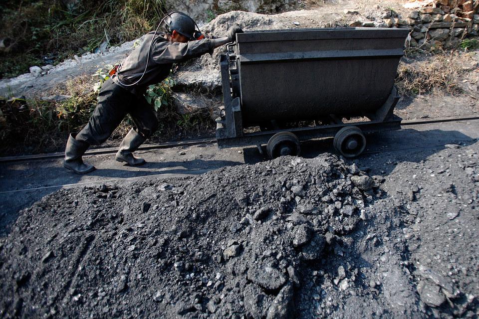 Чтобы защитить местных угольщиков, китайские чиновники ввели пошлины на импорт угля