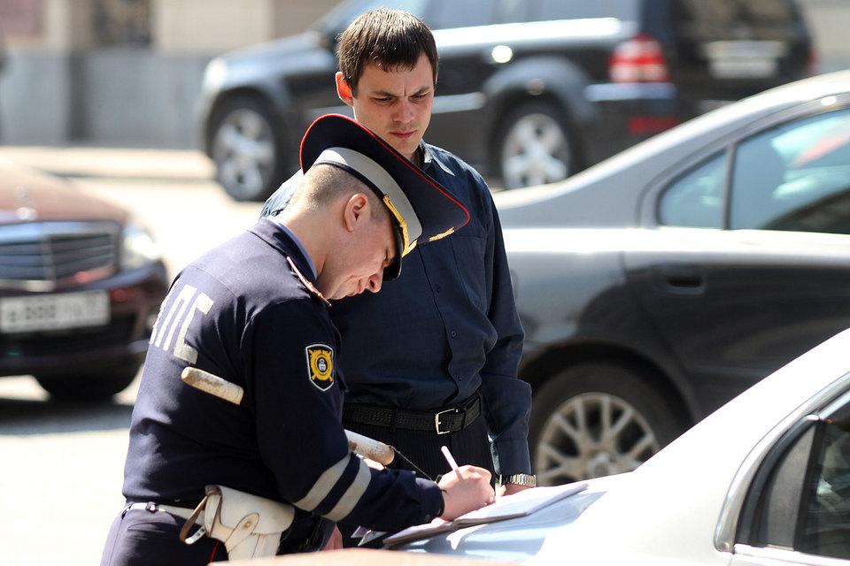 За оплату штрафа в срок до 20 дней его сумма может быть снижена в два раза, цитирует «Москва» пояснительную записку к законопроекту
