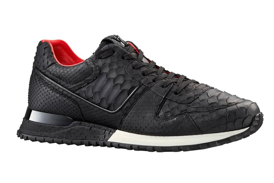 Вся обувь марки (в том числе - лимитированная модель кроссовок) изготавливается в Италии, на мануфактуре в Фиессо