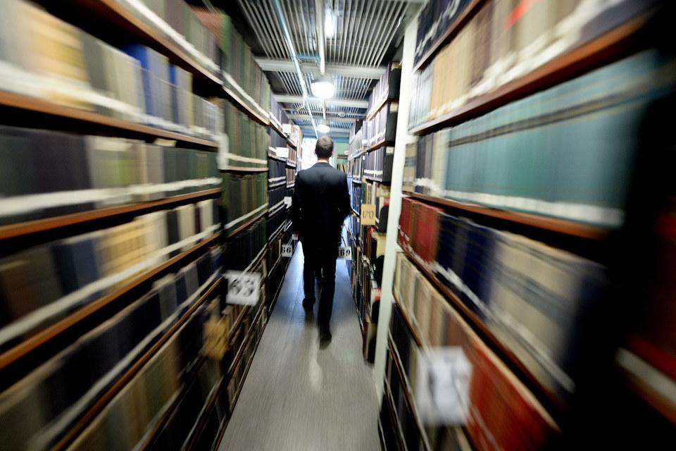 Большинство библиотек пока верны традициям читального зала с громоздкими книжными полками