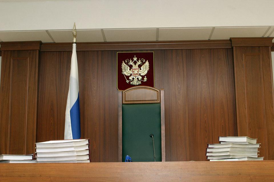 Дворяк сфотографировал представленные суду материалы дела, которые были оглашены в открытом заседании, и ознакомил с их содержанием третьих лиц