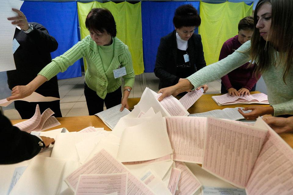 По данным Центризбиркома страны, в голосовании приняли участие 46,6%, при этом самой низкой явка была в Донецкой (31,7%) и Луганской (35,3%) областях