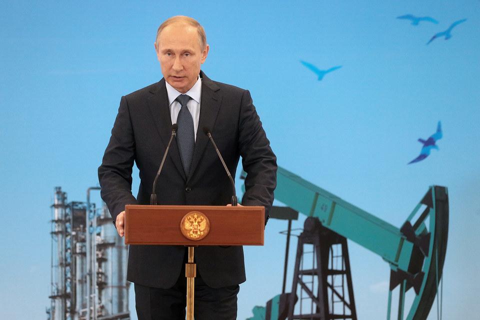 Сегодня на долю ТЭКа приходится 40% капиталовложений в стране, сказал Путин