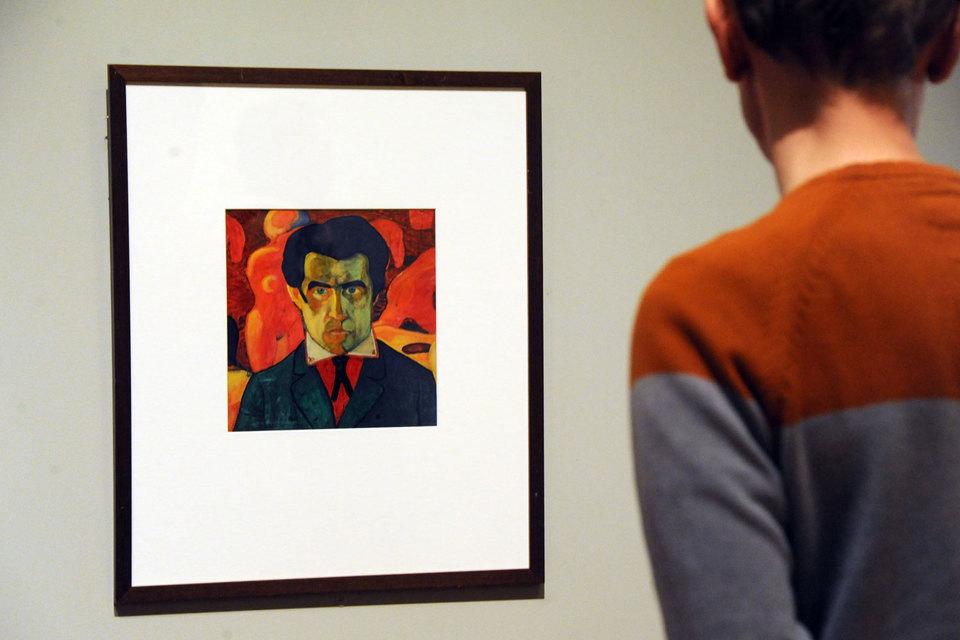 Среди супрематических композиций на выставке встречается и вполне фигуративная живопись