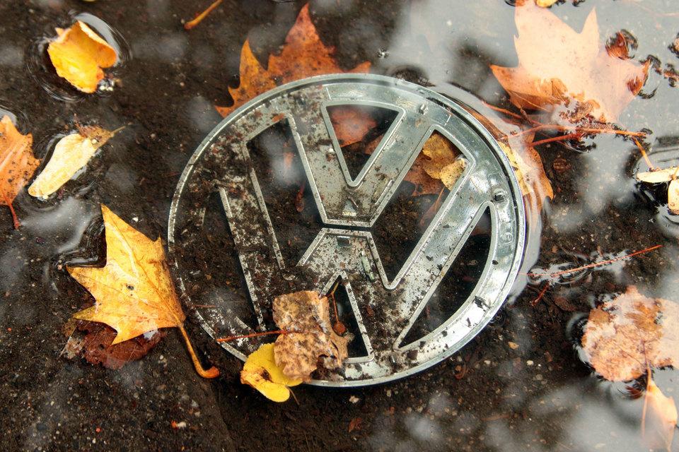 18 сентября благодаря американским регуляторам стало известно, что на дизельных автомобилях VW установлено программное обеспечение, позволяющее во время тестов занижать уровень выбросов оксидов азота