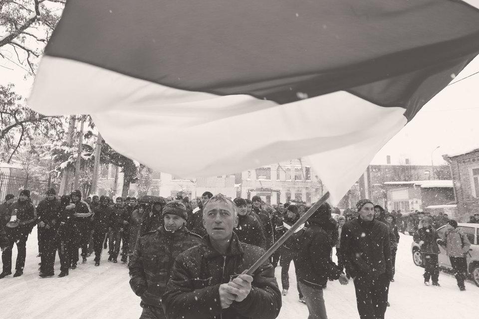 В декабре 2011 г. среди осетин произошел раскол на тех, кто требовал уважения, и тех, кто хотел стабильности