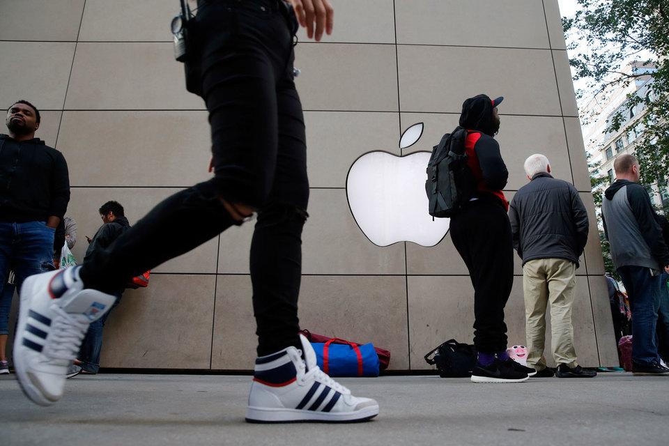 Ажиотаж вокруг iPhone побуждает владельцев смартфонов других марок переходить на продукцию Apple