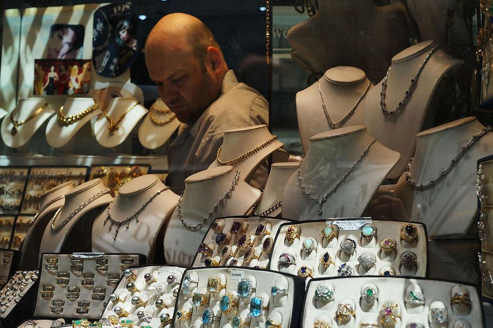 Спрос на золотые ювелирные украшения сокращается