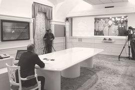 Во вторник непосредственно перед заседанием комиссии по ТЭКу Владимир Путин с помощью телемоста поучаствовал в сварке первого стыка нового газопровода