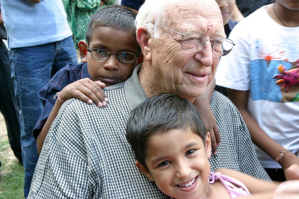 Сооснователю K&L Gates – отцу создателя Microsoft – Уильяму Генри Гейтсу II теперь 90 лет. Он предпочитает заниматься филантропией