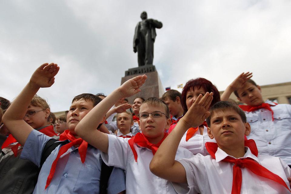 Некоторые партии в России уже пытались возродить пионерское движение
