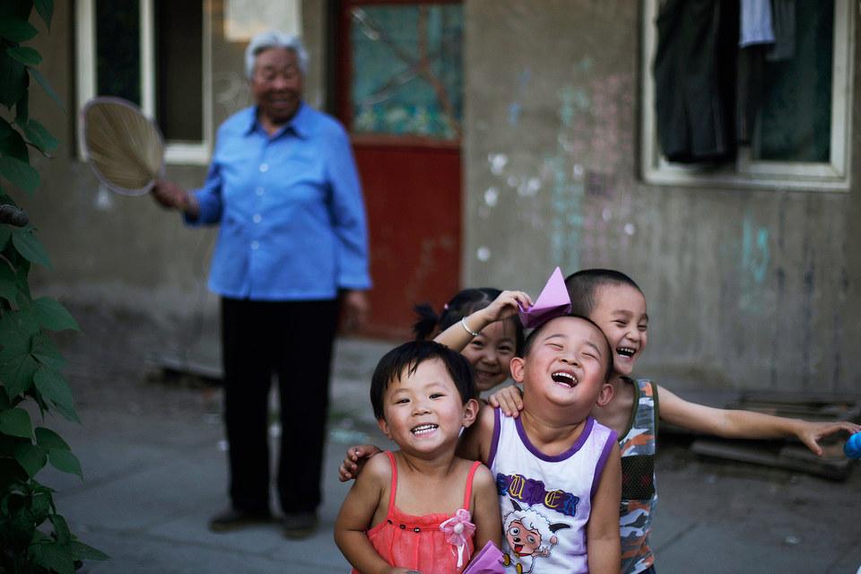 """Власти Китая приняли решение отменить действовавшее почти 40 лет правило """"одна семья - один ребенок"""""""