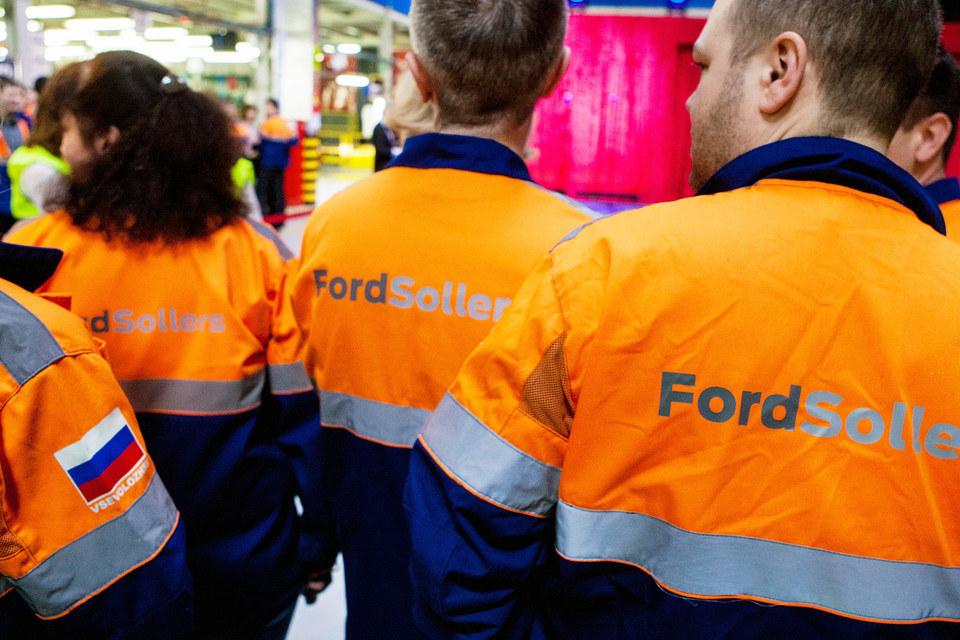 Руководство завода запустило программу добровольного увольнения сотрудников по соглашению сторон с выплатой компенсации, равной пяти окладам