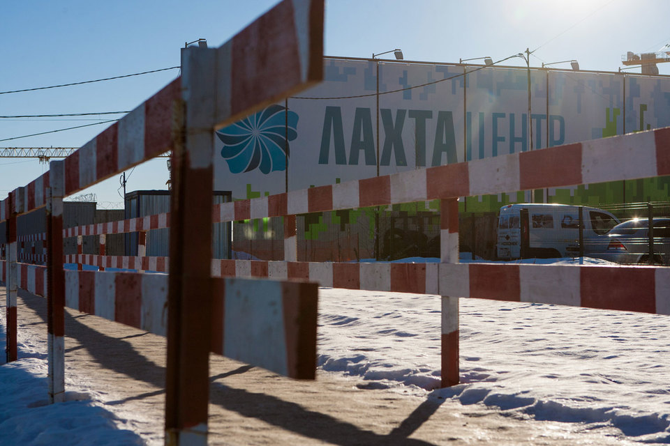Переезжающим в Петербург структурам «Газпрома» мало «Лахта центра»