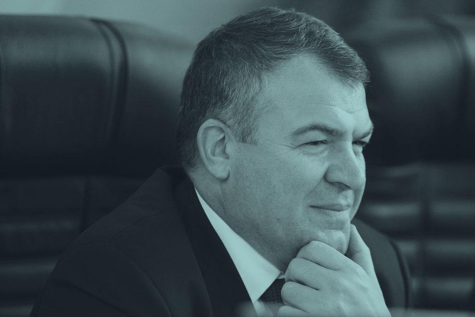 Анатолий Сердюков, уволенный в ноябре 2012 г. с должности министра обороны, получил назначение, которое хоть немного соответствует его бывшему статусу