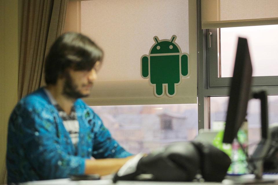 Android – самая распространенная ОС в мире, под ее управлением функционирует более миллиарда смартфонов и других устройств, выпускаемых десятками независимых компаний