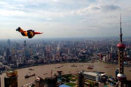 Китайские власти продолжают охоту на финансистов, которых считают причастными к обвалу рынка