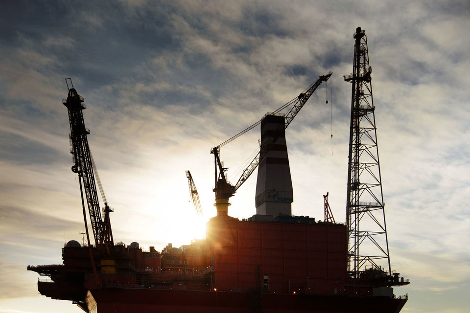Шельфовые проекты более капиталоемкие по сравнению с проектами на суше и предполагают мультипликативный эффект во всех отраслях, пишет гендиректор «Газпром нефти»