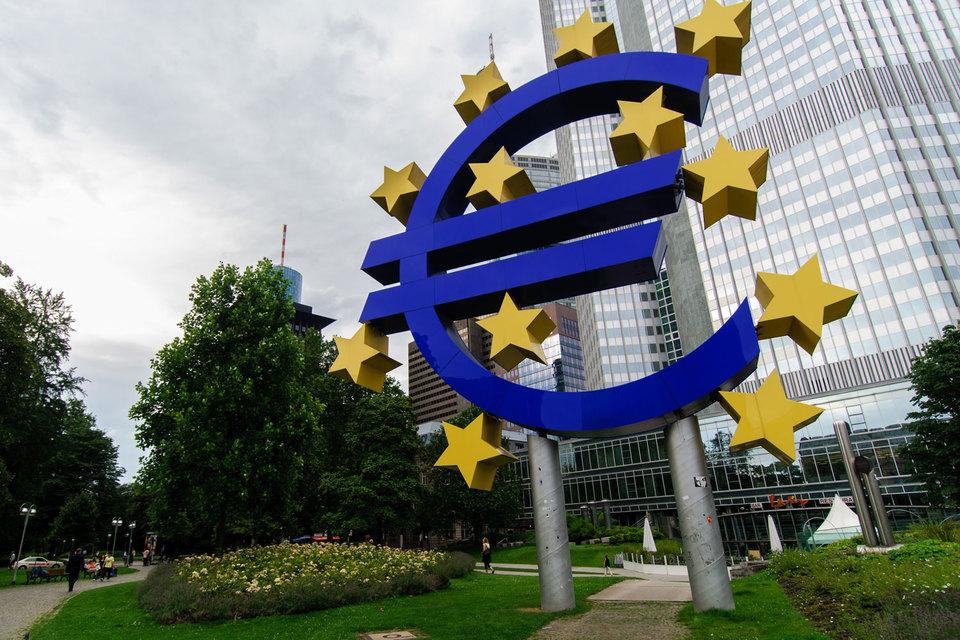 Руководители ЕЦБ регулярно встречались с банкирами незадолго до объявления важных решений