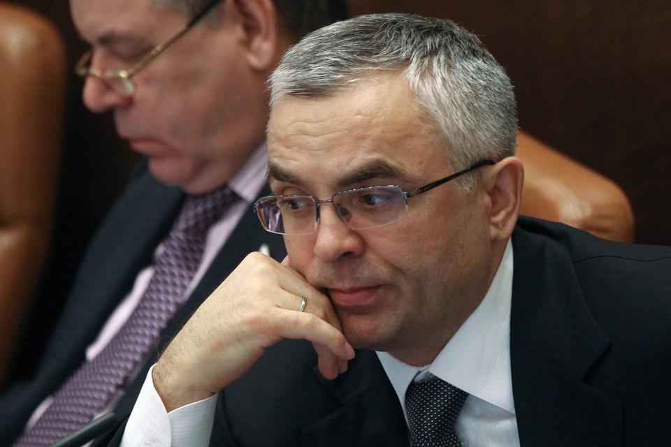 «Я возвращаюсь в управление, буду управлять активами одной ведущей российской компании», – говорил Пичугов после досрочного прекращения его полномочий (цитата по агентству ТАСС)