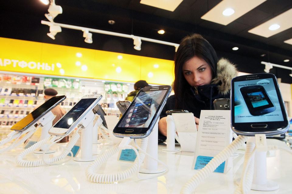 В октябре 2012 г. - сентябре 2015 г. Samsung поставил «Евросети» электроники и ПО примерно на 52 млрд руб., следует из иска