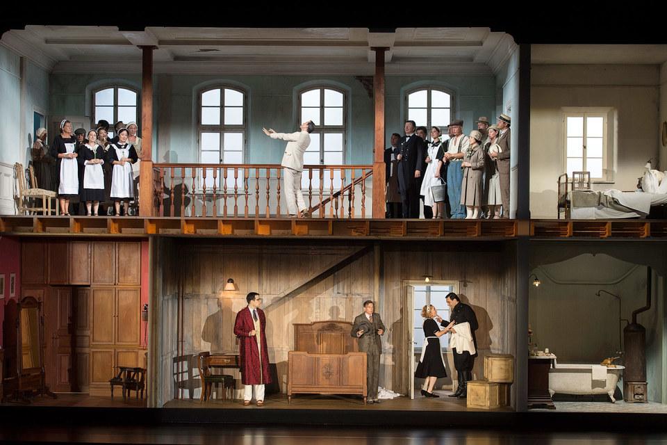 Удачную премьеру прошлого фестиваля – «Свадьбу Фигаро» в постановке Свена-Эрика Бехтольфа – тоже повторят