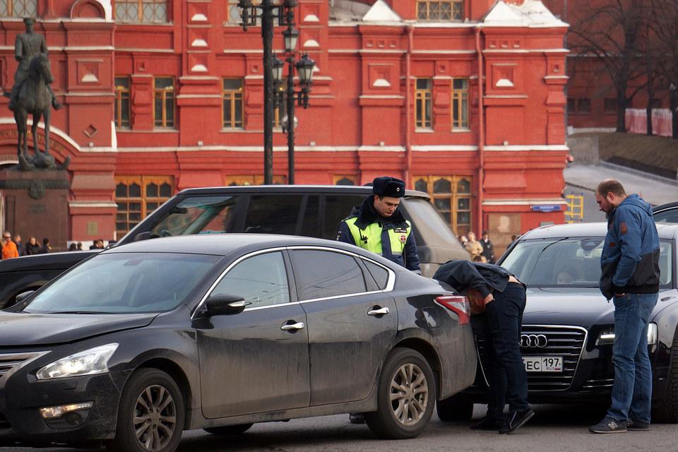 Автовладельцы привыкли оформлять ДТП по старинке, вызывая ГИБДД