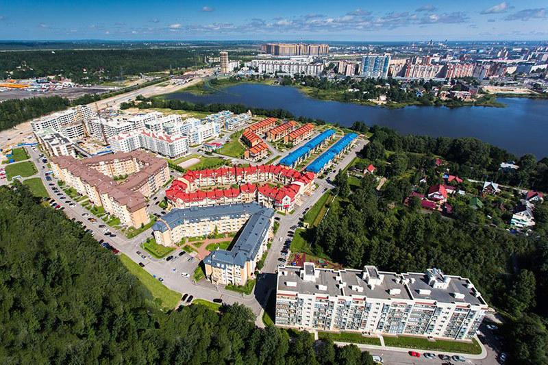 Малоэтажный ЖК «Новая Скандинавия», дольщики которого должны были получить квартиры еще в июне 2014 г., расположен в Шувалове