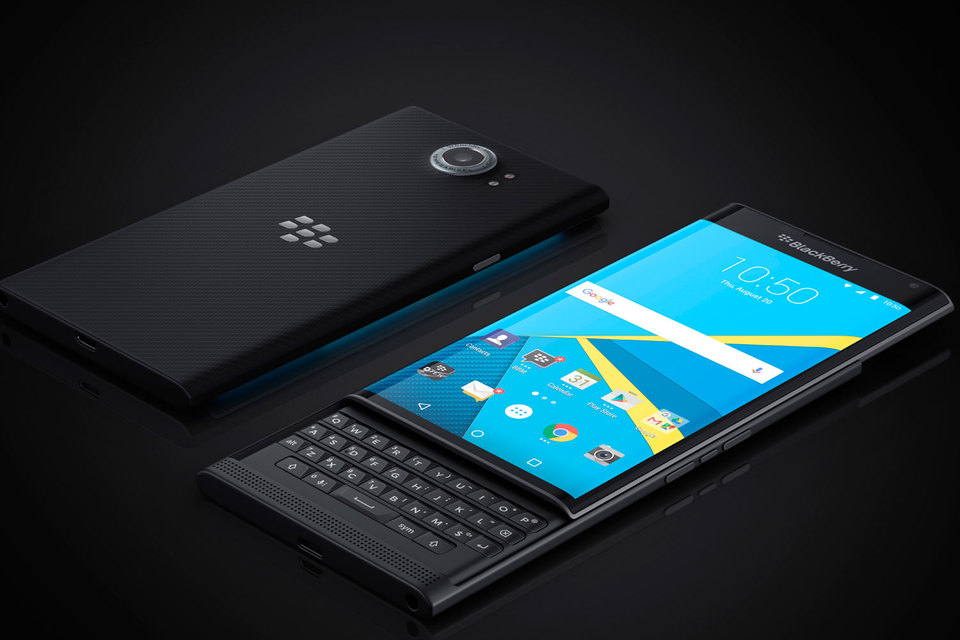 Стоимость Priv без контракта составляет $699, приобрести его можно в онлайн-магазине BlackBerry или в магазинах американского мобильного оператора AT&T