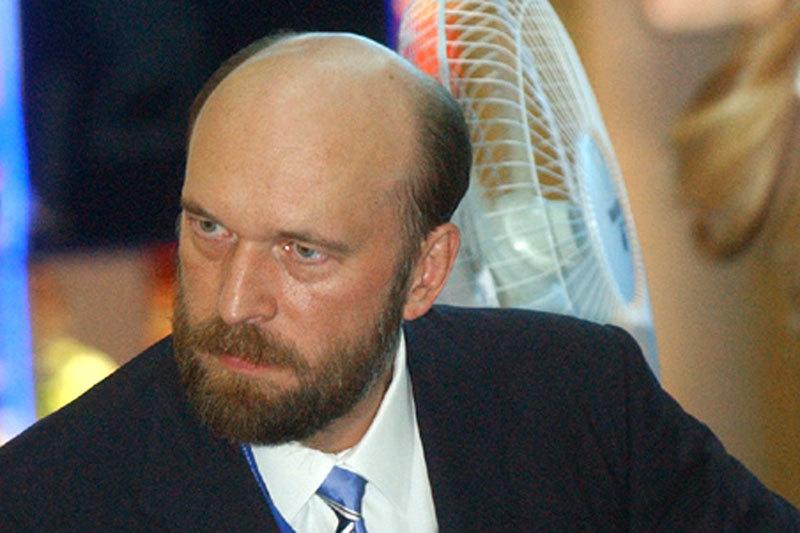 Следствие считает, что в 2006 г. по поручению Пугачева Межпромбанк выдал кредит Александру Гладышеву на сумму $700 000 для покупки квартиры