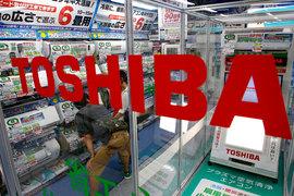 Информация о нарушениях в отчетности Toshiba появилась в апреле 2015 г.