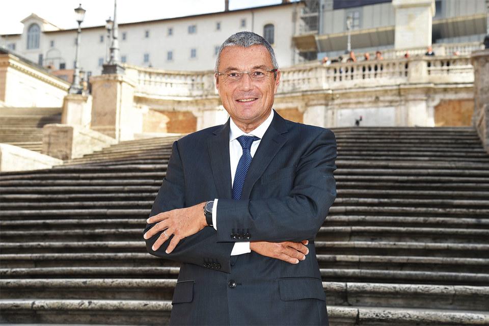 Президент Bulgari Жан-Кристоф Бабен на фоне Испанской лестницы вРиме – Bulgari финансирует реставрацию этой достопримечательности итальянской столицы